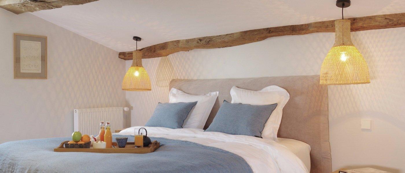 stay at logis de la cad ne wine paths. Black Bedroom Furniture Sets. Home Design Ideas