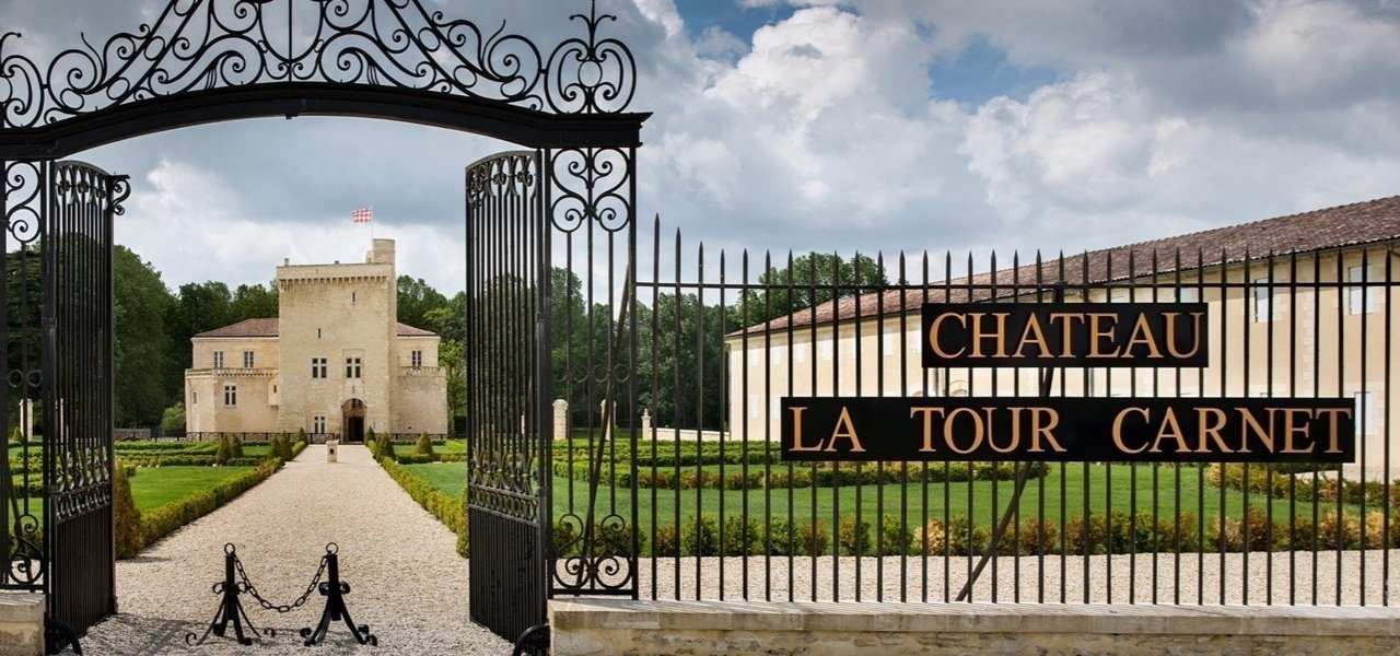Entrance chateau La Tour Carnet