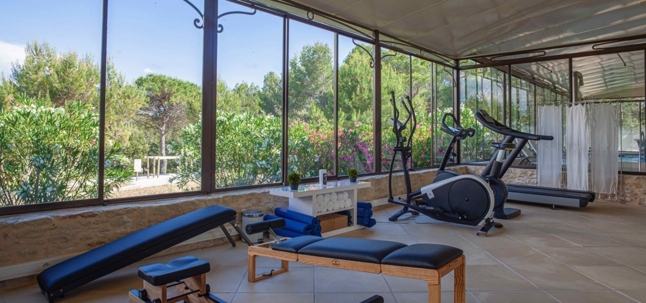 Workout machines with view outside - Wine Paths