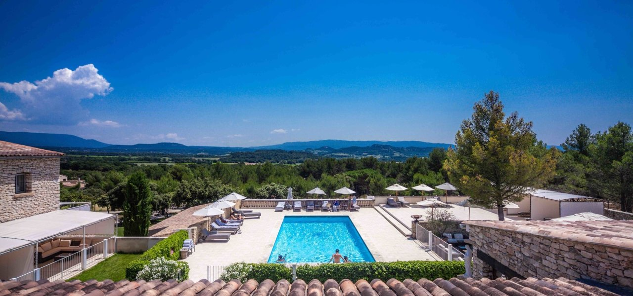 Le Phebus View over the pool and the Provence region - Wine Paths